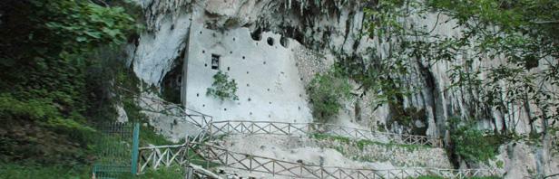 Calabritto : chiesa rupestre  Madonna del Fiume e cascate del Tuorno - domenica 3 giugno 2018